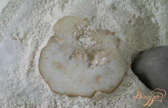 Фото приготовление рецепта: Хлеб из цельнозерновой муки с луком, маслинами и сладким перцем шаг №1