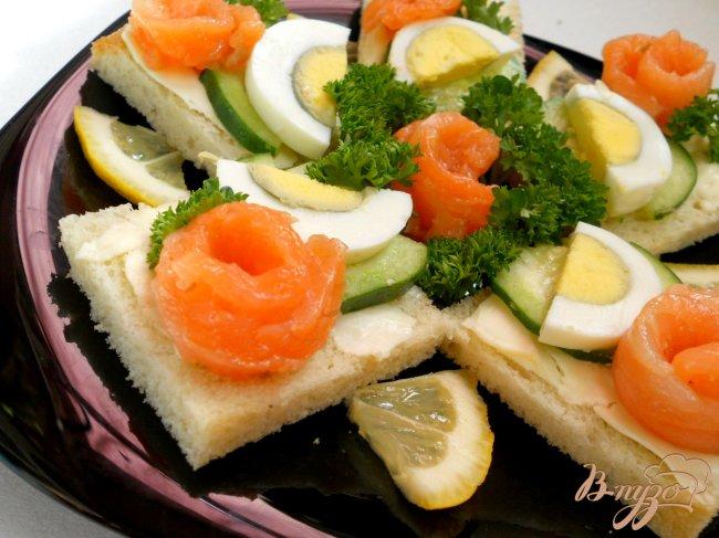 Фото приготовление рецепта: Бутерброды с семгой шаг №6