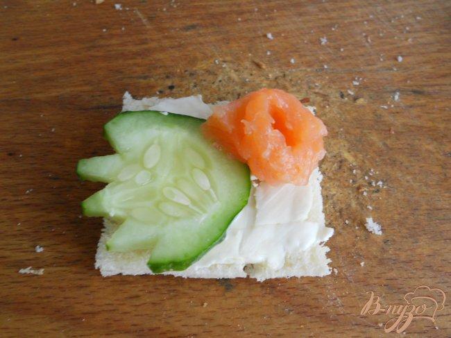Фото приготовление рецепта: Бутерброды с семгой шаг №4