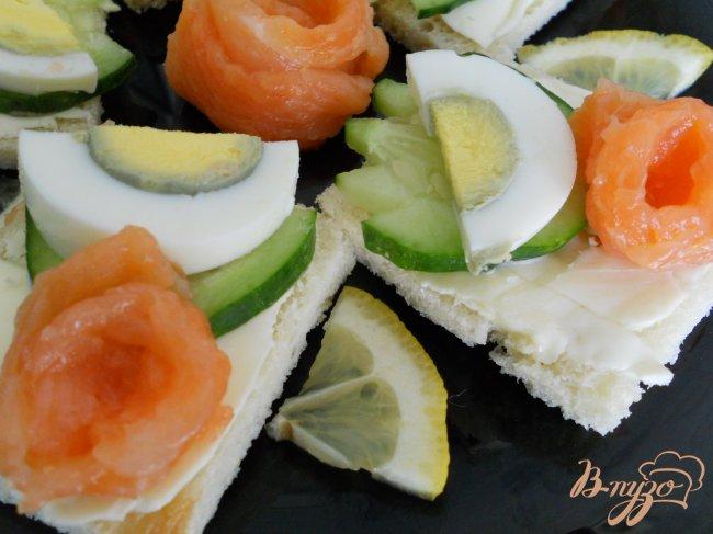 Фото приготовление рецепта: Бутерброды с семгой шаг №5