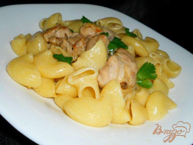 Рецепт Паста с курицей, тушеной в сливочно-сырном соусе