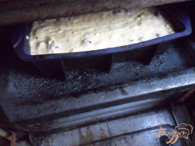 Фото приготовление рецепта: Нежный кекс с ягодами шаг №5