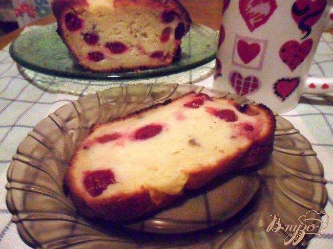 Фото приготовление рецепта: Нежный кекс с ягодами шаг №6