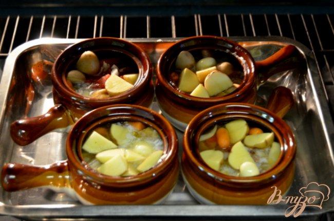 Фото приготовление рецепта: Говядина тушеная в горшочках шаг №3