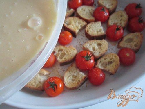 Запеканка из черствого хлеба с томатами