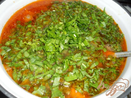 Зеленый борщ с курицей и томатом