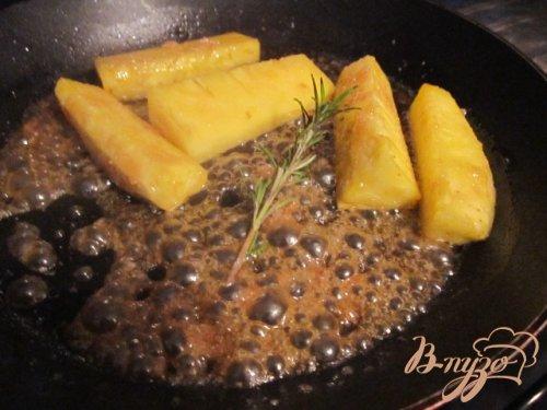 Тюиль с кусочками ананаса в карамели
