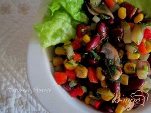 Овощной салат с жаренными грибами