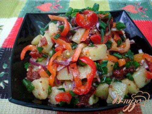 Картофельный салат с вялеными помидорами