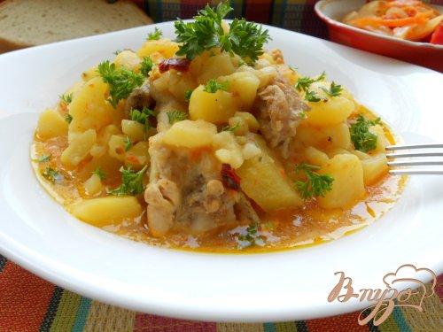 Картофель, тушеный с курицей в соусе