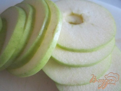 Куриная печень с яблоками и клюквой