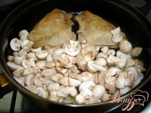 Куриные бёдрышки в грибном соусе