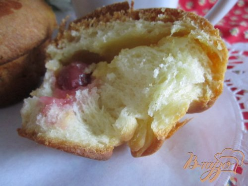 Мини-бриоши с вишнями  к завтраку