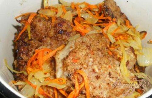 Отбивные из говяжьей печени с овощами