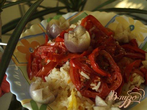 """Рис """"под шубой"""" из перца и помидор на овощной подушке"""