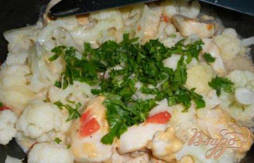Куриное филе с цветной капустой в сырном соусе