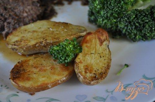 Картофель молодой с солью из приправ