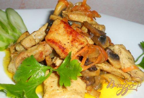 Свинина жареная с грибами и черносливом