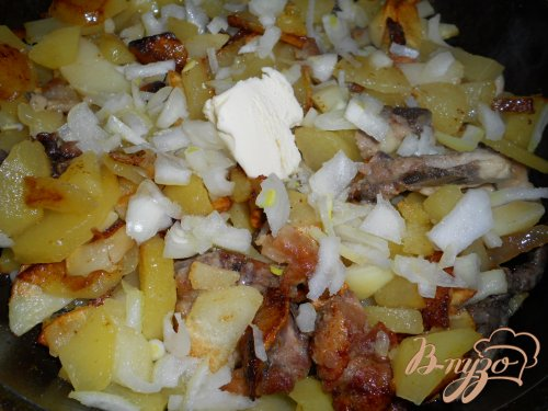 Картофель, жареный с курицей и луком