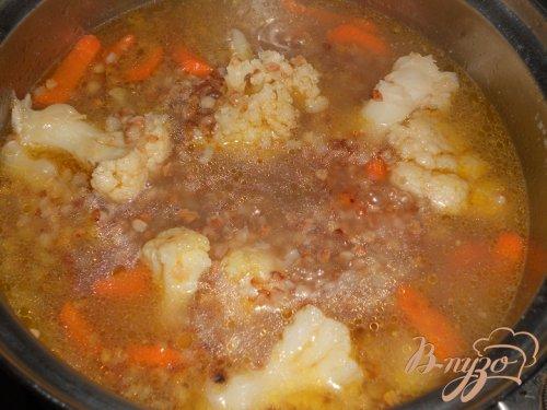 Гречневый суп с цветной капустой и яйцом без картофеля