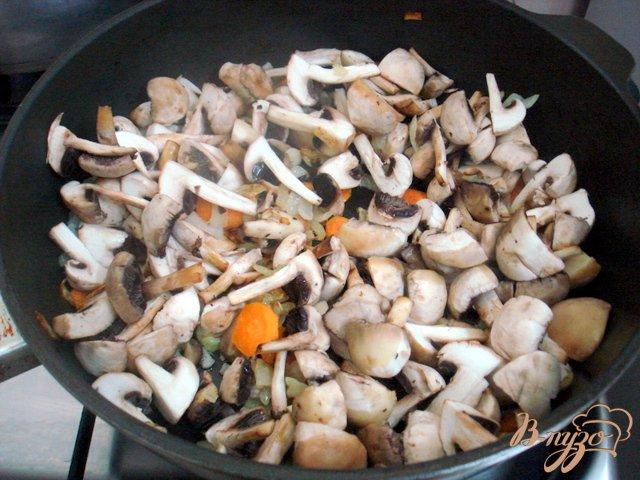 Фото приготовление рецепта: Грибной суп пюре на сковороде шаг №2