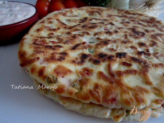 Рецепт Лепешки с кусочками бекона, сыром и зеленым луком