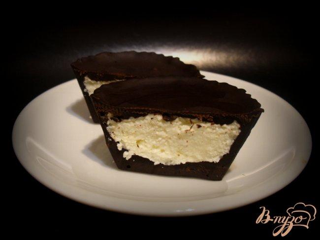 Фото приготовление рецепта: Сырок в шоколаде шаг №7