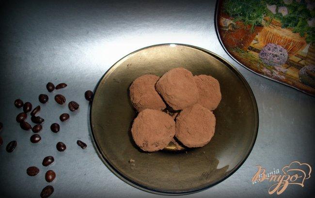 Фото приготовление рецепта: Шоколадные конфеты шаг №4