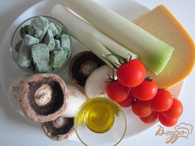 Фото приготовление рецепта: Горячая закуска с шампиньонами и сыром шаг №1