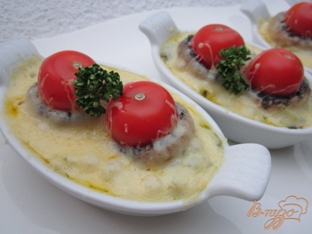 фото рецепта: Горячая закуска с шампиньонами и сыром