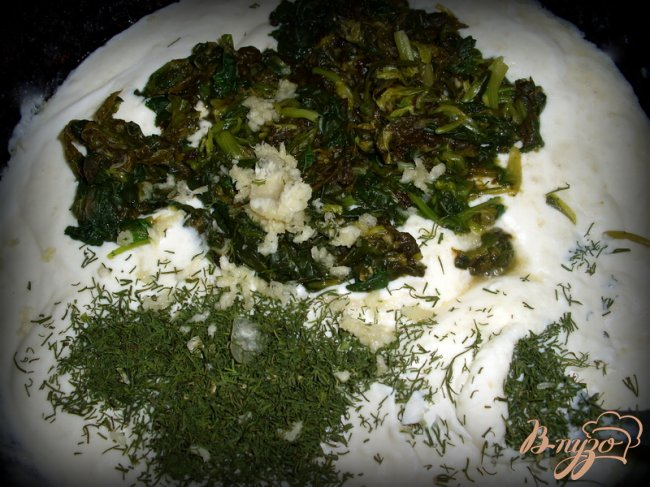 Фото приготовление рецепта: Соус со щавелем и шпинатом. шаг №4