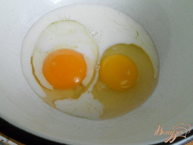 Фото приготовление рецепта: Омлет, приготовленный в банке шаг №1