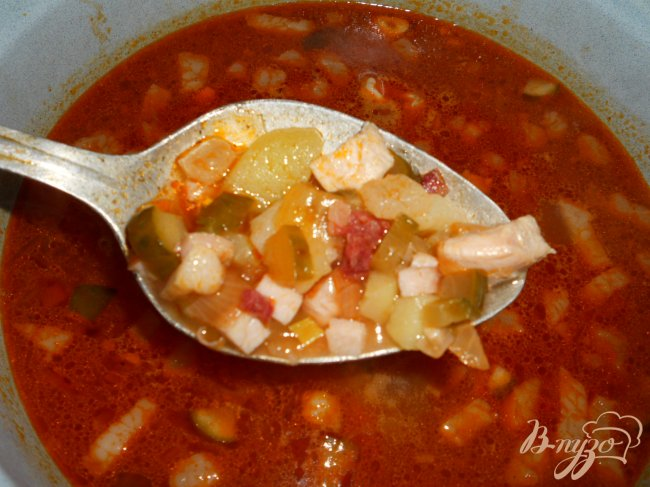 Фото приготовление рецепта: Солянка с копченой колбасой шаг №5