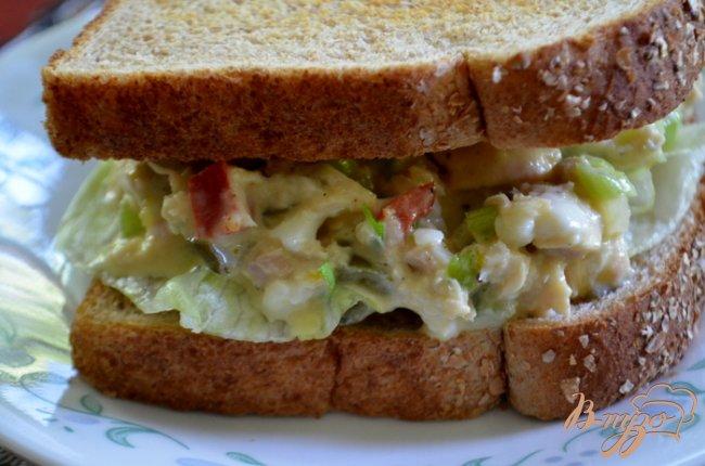 Фото приготовление рецепта: Классический сэндвич с тунцом шаг №3