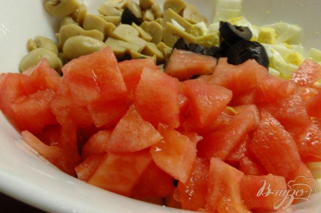 Фото приготовление рецепта: Салат с отварной птицей шаг №4