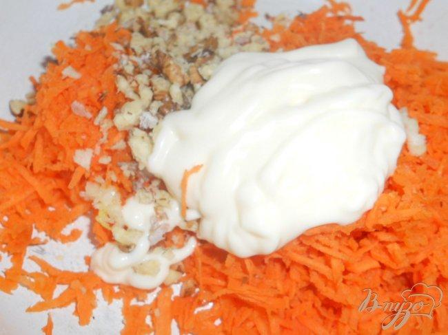 Фото приготовление рецепта: Морковь с чесноком и майонезом шаг №3