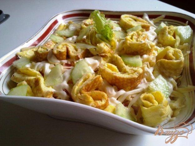 Рецепт Салат из курицы с омлетом