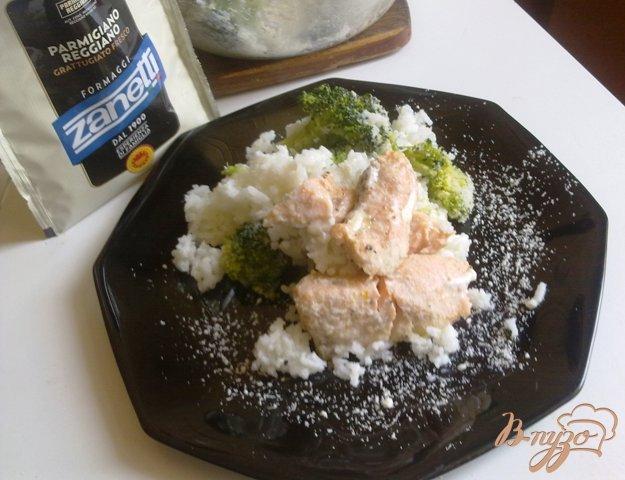 Рецепт Семга с рисом, брокколи и пармезаном