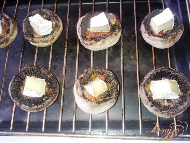 Фото приготовление рецепта: Сырные шампиньоны шаг №4