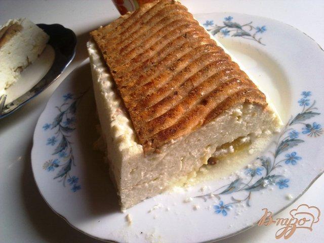 Фото приготовление рецепта: Творожный пирог с персиками шаг №8