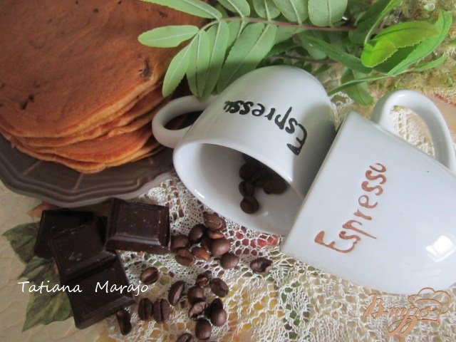 Фото приготовление рецепта: Кофейные оладьи с шоколадом шаг №8