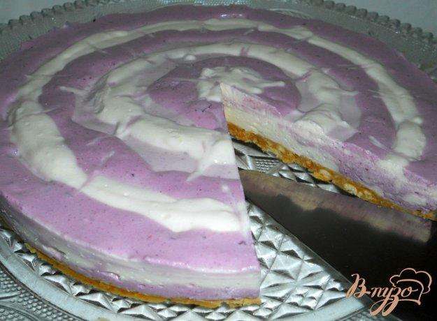 фото рецепта: Творожно-ягодный тортик (без выпечки)