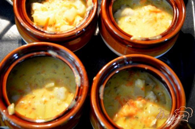 Фото приготовление рецепта: Куриный пирог в горшочках шаг №4