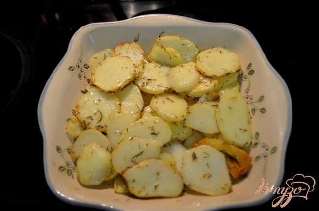 Фото приготовление рецепта: Картофель в сливочном масле шаг №4