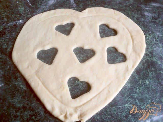 Фото приготовление рецепта: Пирог «Ягодное сердце» шаг №6