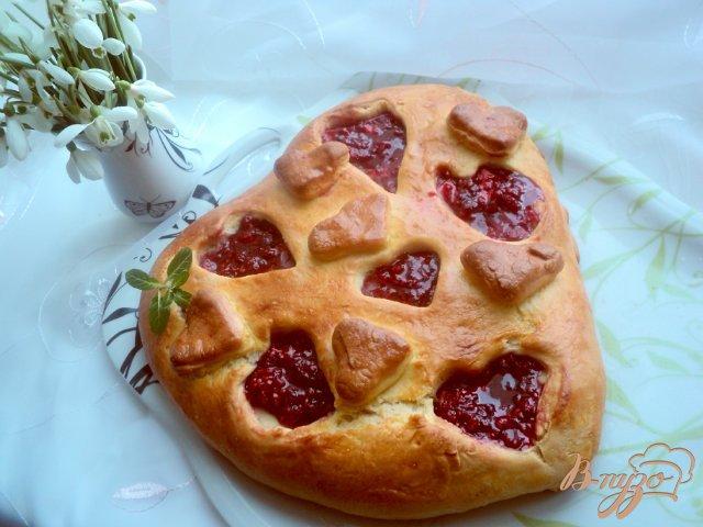 Фото приготовление рецепта: Пирог «Ягодное сердце» шаг №9