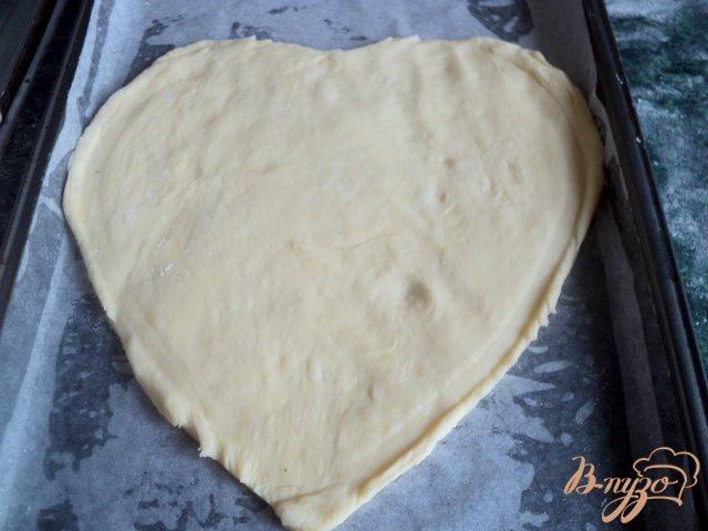 Фото приготовление рецепта: Пирог «Ягодное сердце» шаг №4