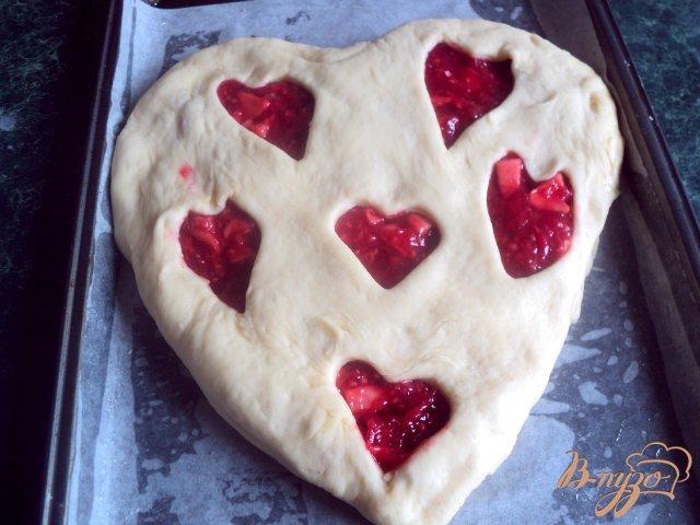 Фото приготовление рецепта: Пирог «Ягодное сердце» шаг №7