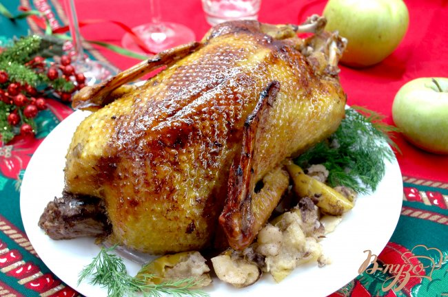Фото приготовление рецепта: Индоутка с яблоками шаг №4