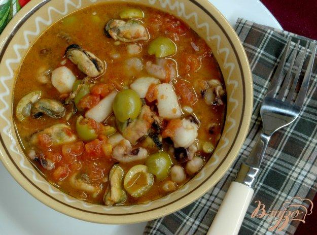 Рецепт Морепродукты с оливками в томатном соусе